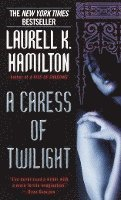 A Caress of Twilight (h�ftad)