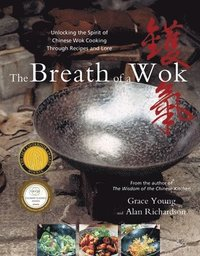 The Breath of a Wok: Unlocking the Spirit of Chinese Wok Cooking Through Recipes and Lore (inbunden)