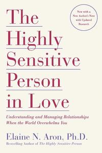 The Highly Sensitive Person in Love: Understanding and Managing Relationships When the World Overwhelms You (h�ftad)