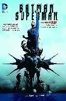 Batman/Superman: Volume 1 Cross World (h�ftad)