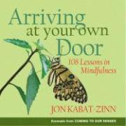 Arriving at Your Own Door: 108 Lessons in Mindfulness (h�ftad)