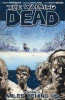 The Walking Dead Volume 2: Miles Behind Us (inbunden)