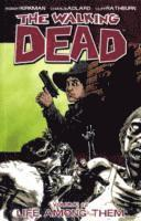 The Walking Dead Volume 12: Life Among Them (inbunden)