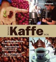 Svensk kaffebok : kaffehistorien – bönans väg till Sverige : rosterierna – Gevalia Löfbergs lila Johan & Nyström m.fl. : baristatipsen – så lyckas du hemma i köket