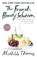 The French Beauty Solution: Time-Tested Secrets to Look and Feel Beautiful Inside and Out (inbunden)