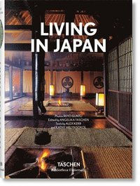 Living in Japan (inbunden)